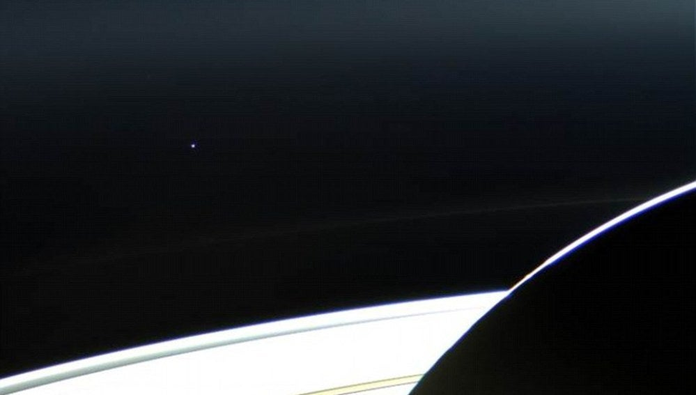 Fotografía de la Tierra tomada desde Saturno