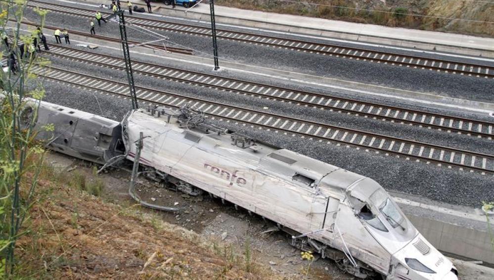 La cabeza del tren accidentado