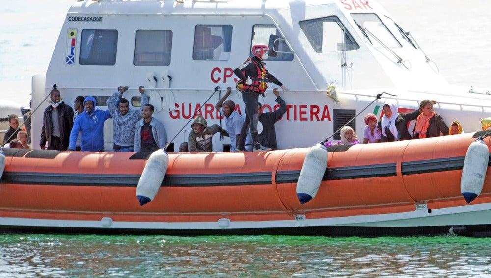 Un barco rescata a 92 inmigrantes en Lampedusa