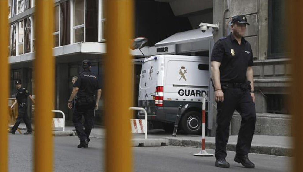 Un furgón de la Guardia Civil entra en la Audiencia Nacional