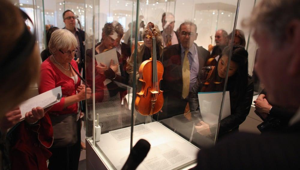 Un violín similar ha sido hallado en Inglaterra, que estaba valorado en 1,9 millones de euros