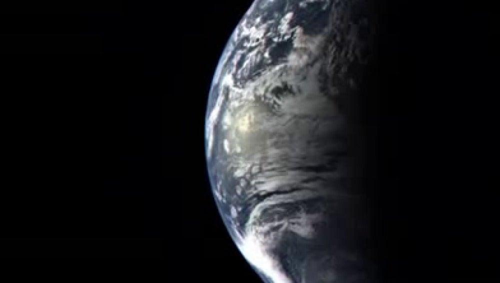 Así se vería la tierra desde el espació si alguna vez la abandonamos