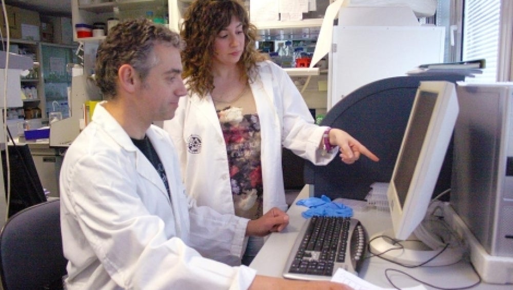 Leticia Díaz junto al profesor Francisco J. Esteban