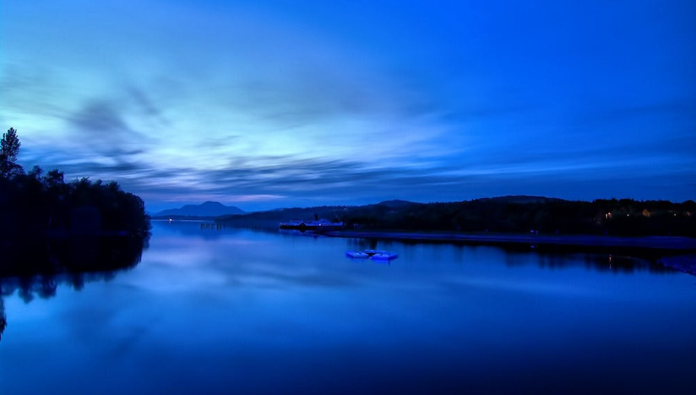 Luz nocturna azul