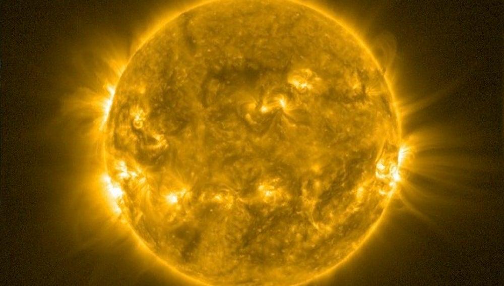 El Sol invertirá su campo magnético