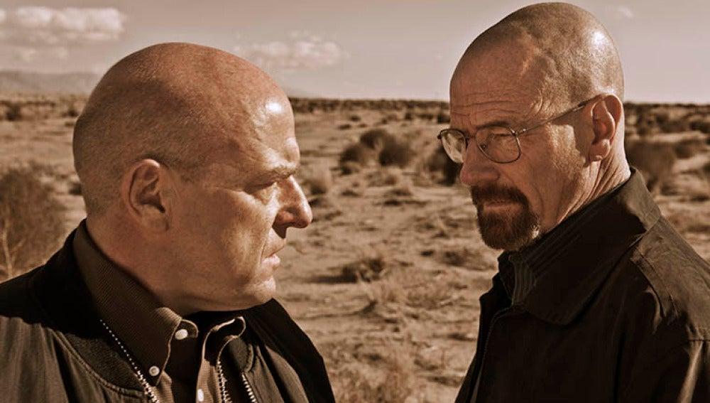 Hank Schrader (Dean Norris) y Walter White (Bryan Cranston)