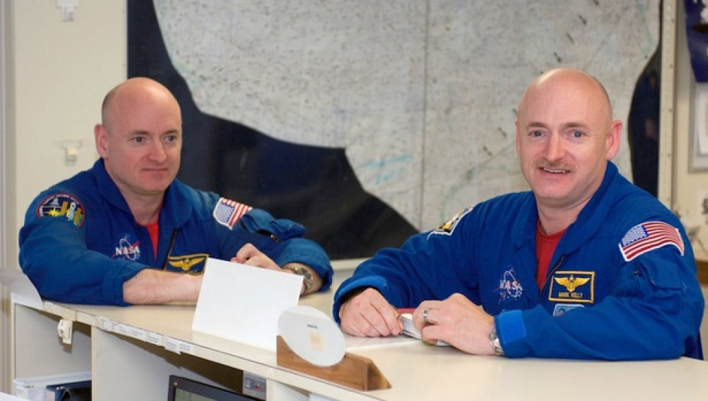 Los hermanos astronautas Mark y Scott Kelly