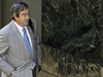 Álvarez Cascos se acerca a la entrada de la Audiencia Nacional