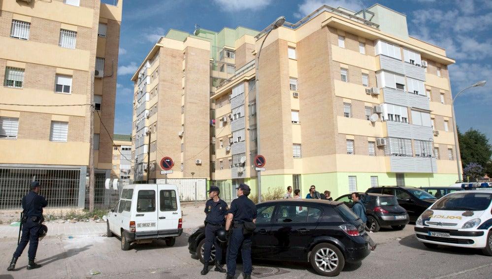 Agentes de la Policía en las Tres Mil Viviendas, en Sevilla