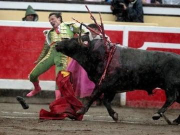 El diestro Diego Urdiales sufrió un enganchón en el segundo de su lote