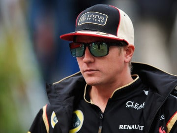 Raikkonen, por el paddock de Spa