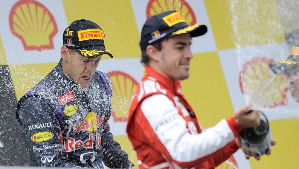 Alonso junto a Vettel en el podio de Spa