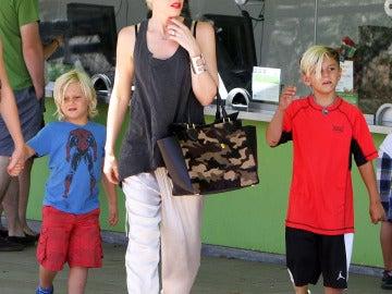 Gwen Stefani se lleva a sus hijos de visita cultural