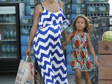 Halle Berry más embarazada que nunca