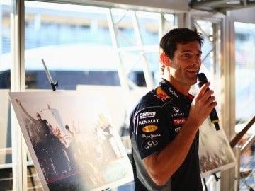 Webber, al habla con un micrófono