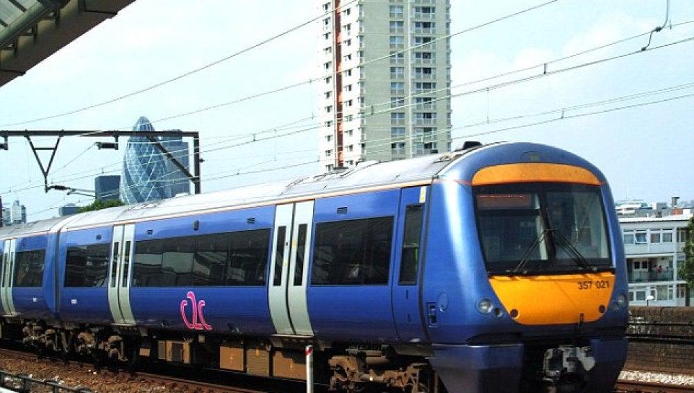 Un tren en la estación Southend Central, Inglaterra