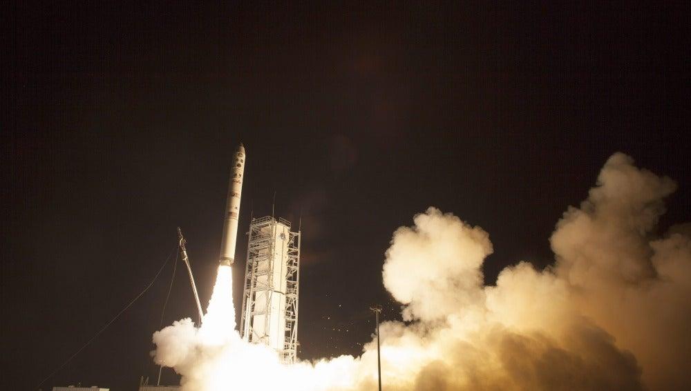 Lanzamiento de la sonda desde una isla en las costas de Virginia