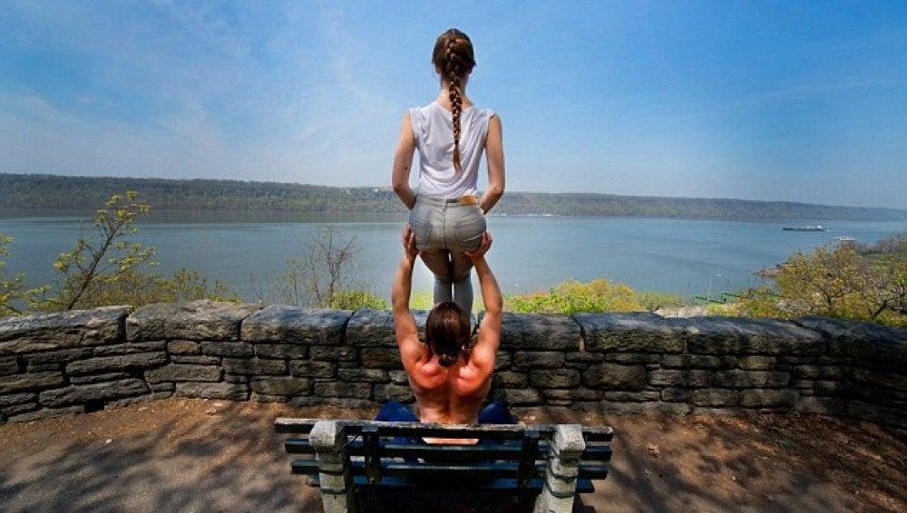 Jacob Jonas y Jill Wilson, especialistas de acro-yoga