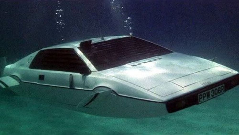 El coche submarino del agente 007