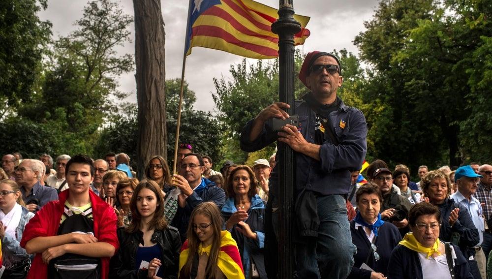 Los catalanes se preparan para la cadena humana