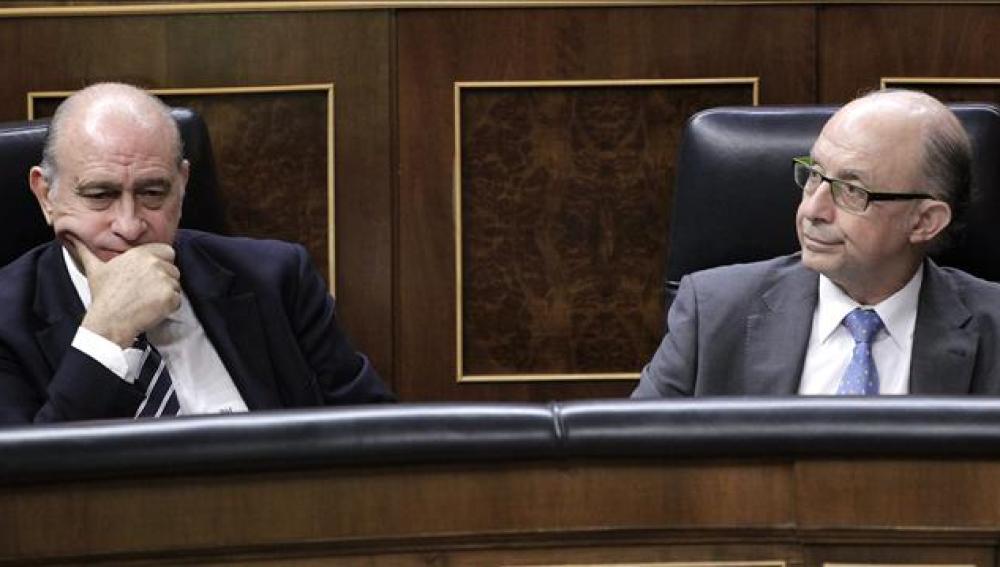 Jorge Fernández junto a Cristóbal Montoro en el Congreso