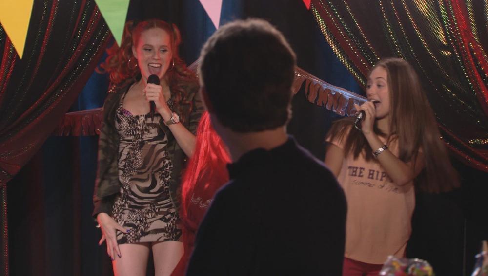 Trini vuelve a cantar con Paula