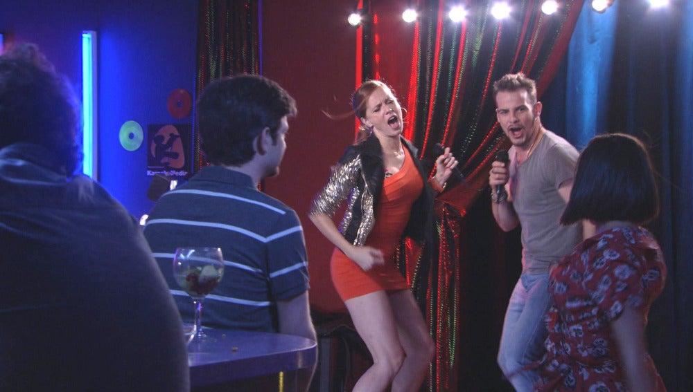 Trini lo da todo en el karaoke con Wlly