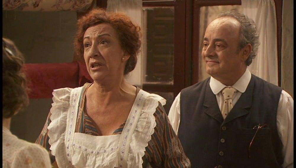 Candela y Tristán invitan a Pedro y Dolores a su boda