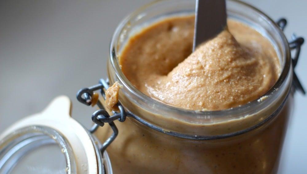 Tarro de manteca de cacahuete