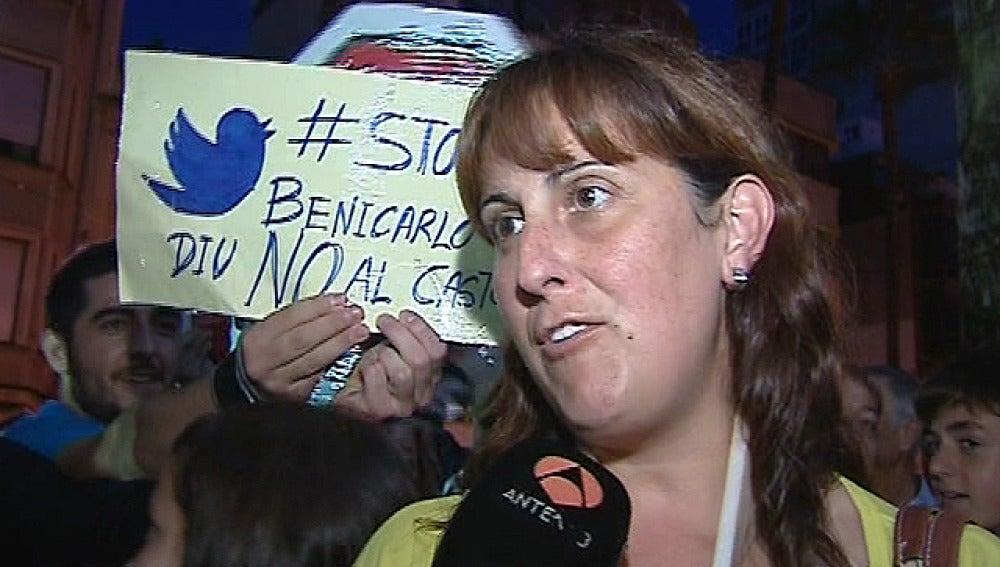 Una vecina de Benicarló protesta por la planta de Castor