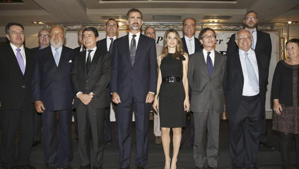 Foto de familia de la gala de los premios Liber con los Príncipes de Asturias, Felipe y Letizia