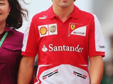 Alonso, por el paddock de Corea