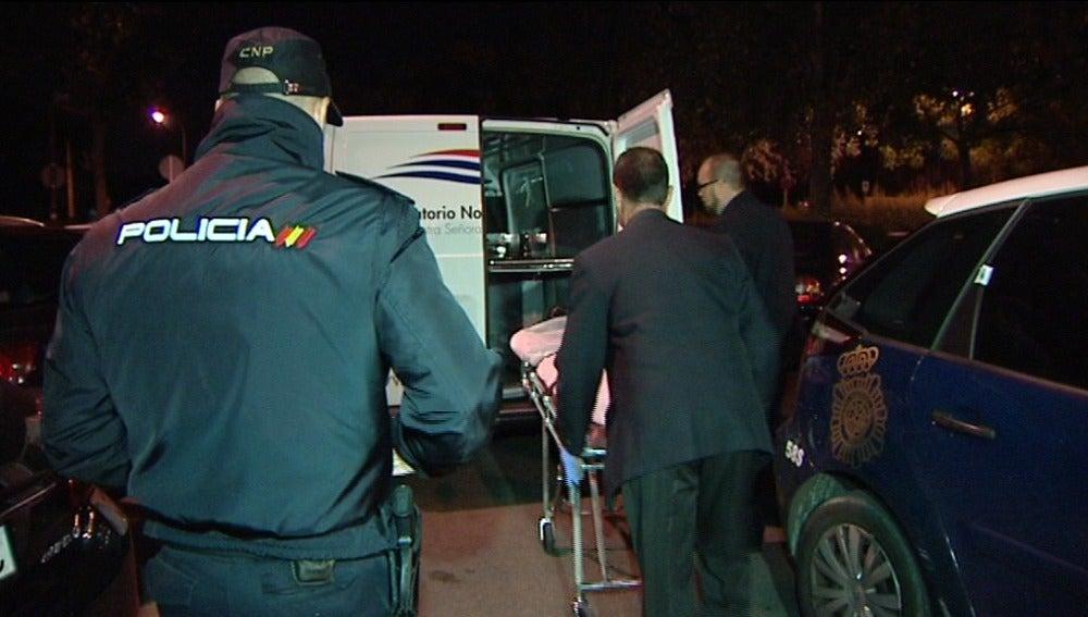 Encuentran una mujer muerta con una herida en la cabeza en un parque de La Latina