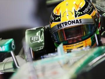 Hamilton, en el cockpit del Mercedes
