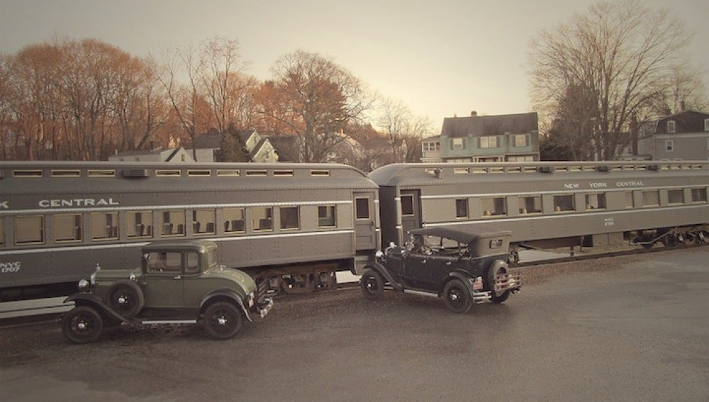 Los coches en una estación de tren
