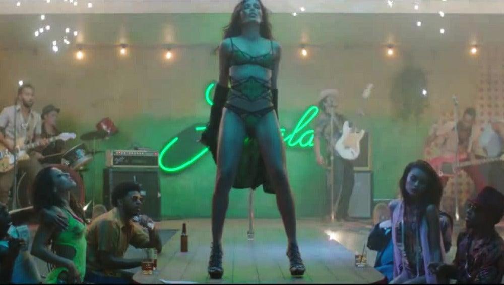 Freida Pinto, stripper