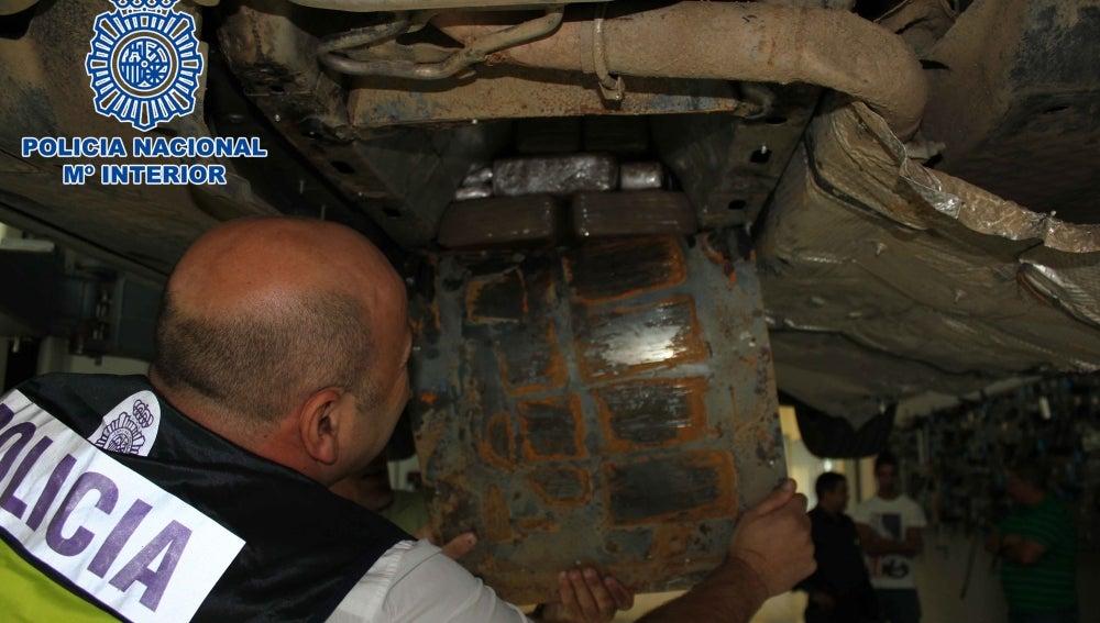 Hachís oculto en la estructura de un vehículo