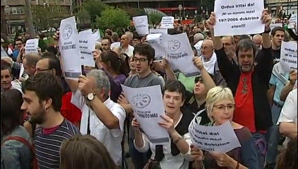 Manifestantes a favor de presos etarras