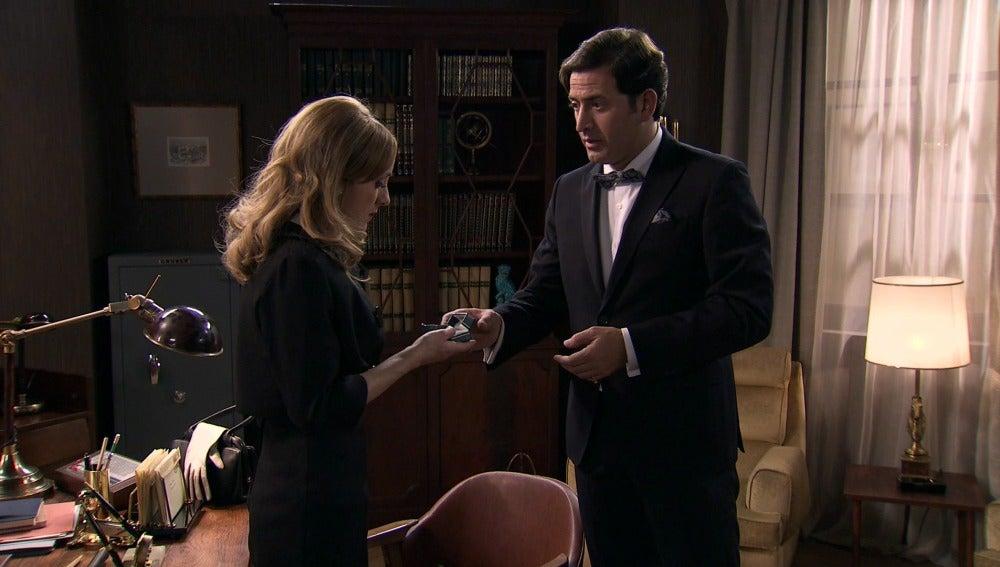 Augusto le pide matrimonio formal a Valeria
