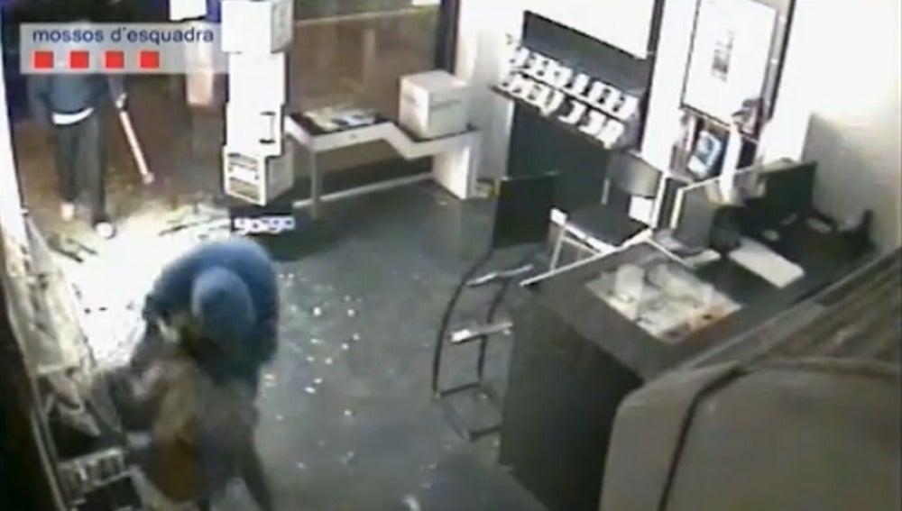 Cae una banda de robo a tiendas de telefonía