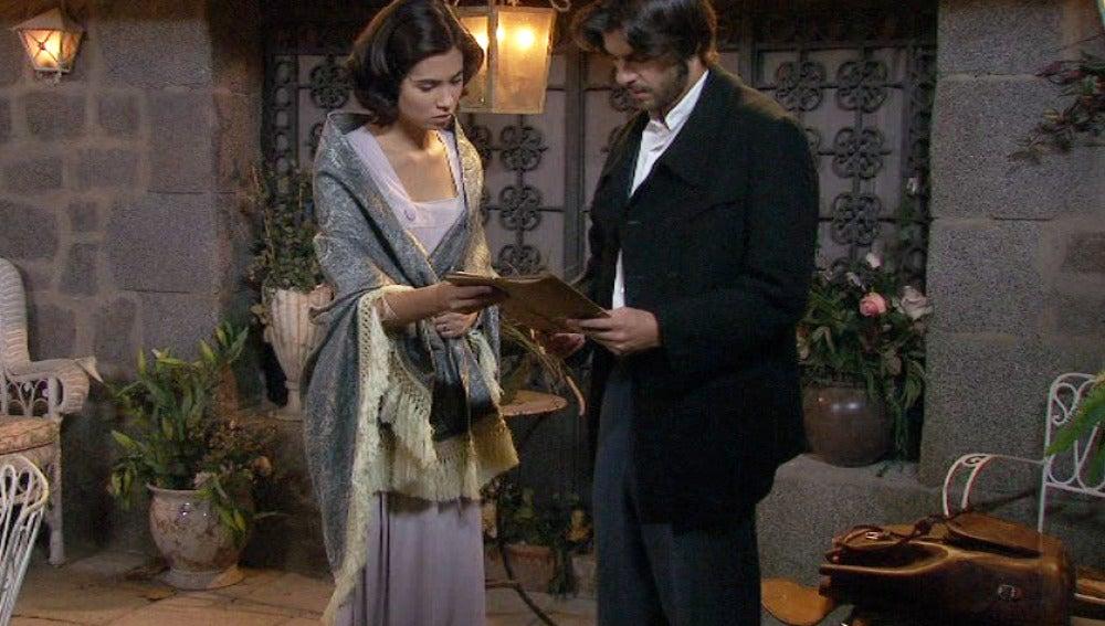Gonzalo quiere compartir con María los papeles que recibió