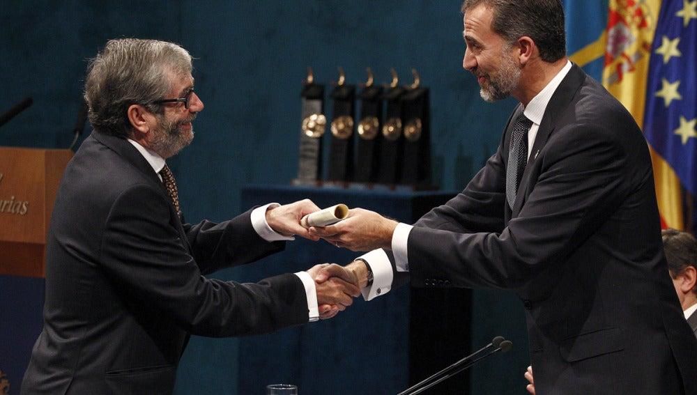 El Príncipe entrega a Antonio Muñoz Molina el Príncipe de Asturias de Las Letras