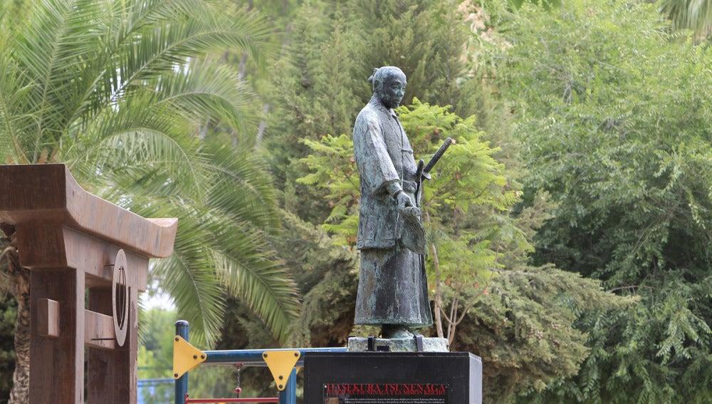 Estatua homenaje de Hasekura Tsunenaga, samurai japonés que lideraba la expedición japonesa que llegó a Coria del Río