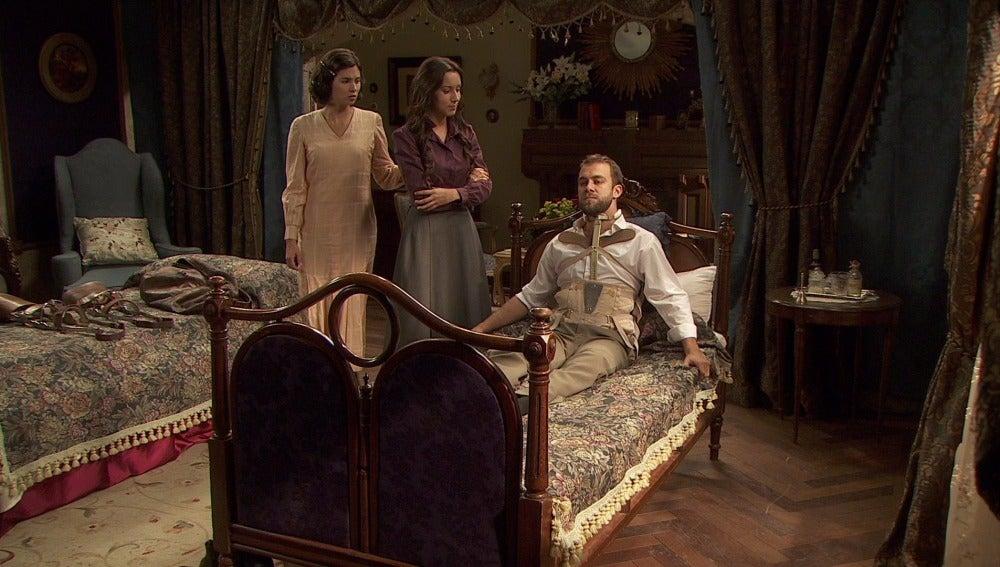 Fernando se niega a quitarse el corsé a pesar de habérselo recomendado el médico