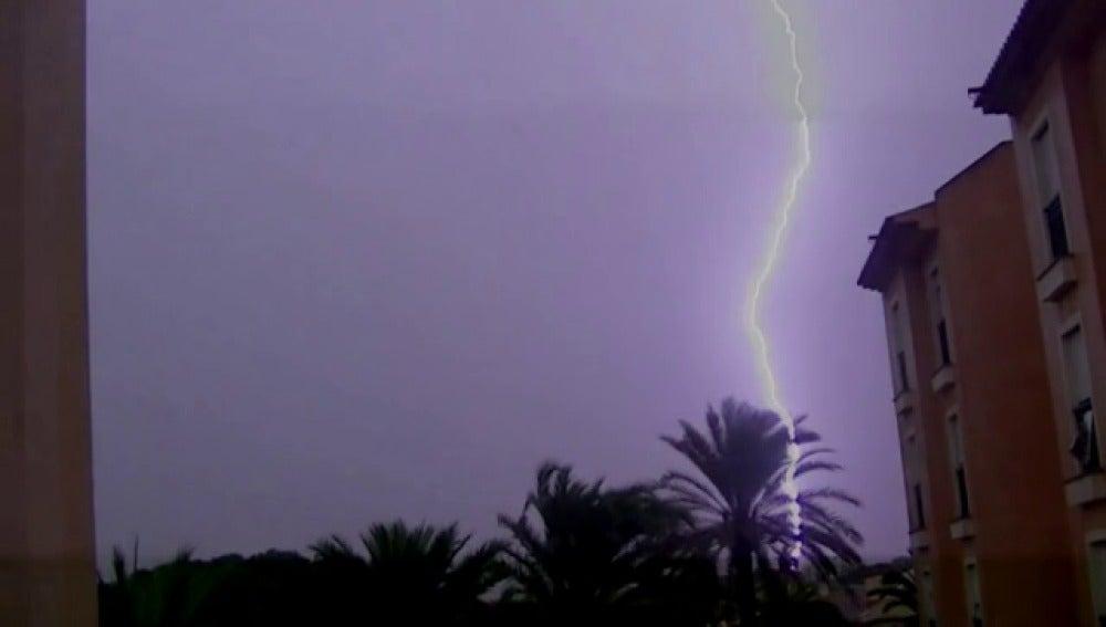 Un temporal de lluvia y viento causa estragos en Valencia y Murcia
