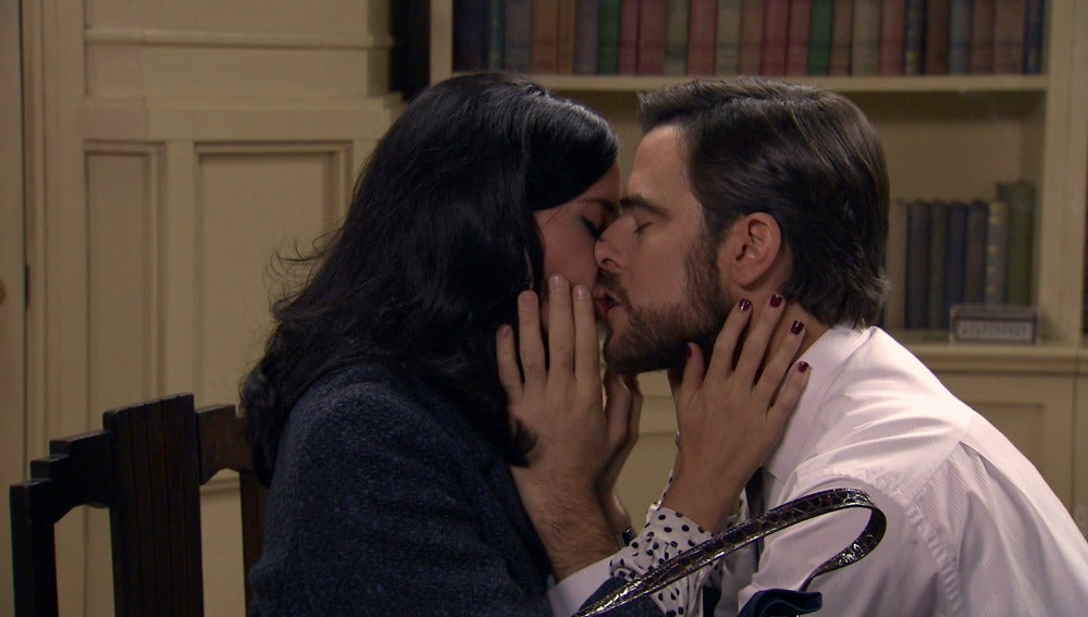 Begoña le declara su amor a Diego
