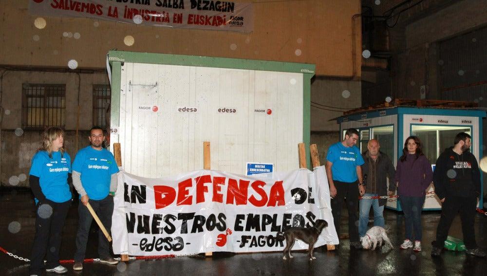 Trabajadores de Fagor encerrados en la planta de Basauri