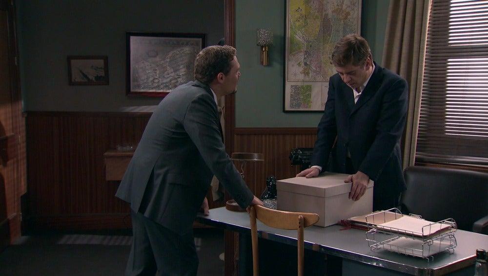 Héctor se marcha del despacho y le dice a Bonilla que se va
