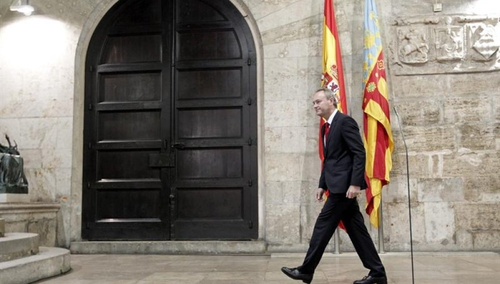 Alberto Fabra tras comparecer en el Palau dela Generalitat.