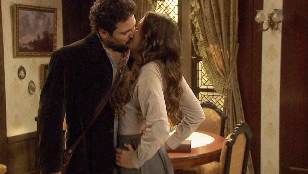 Conrado besa inesperadamente a Aurora